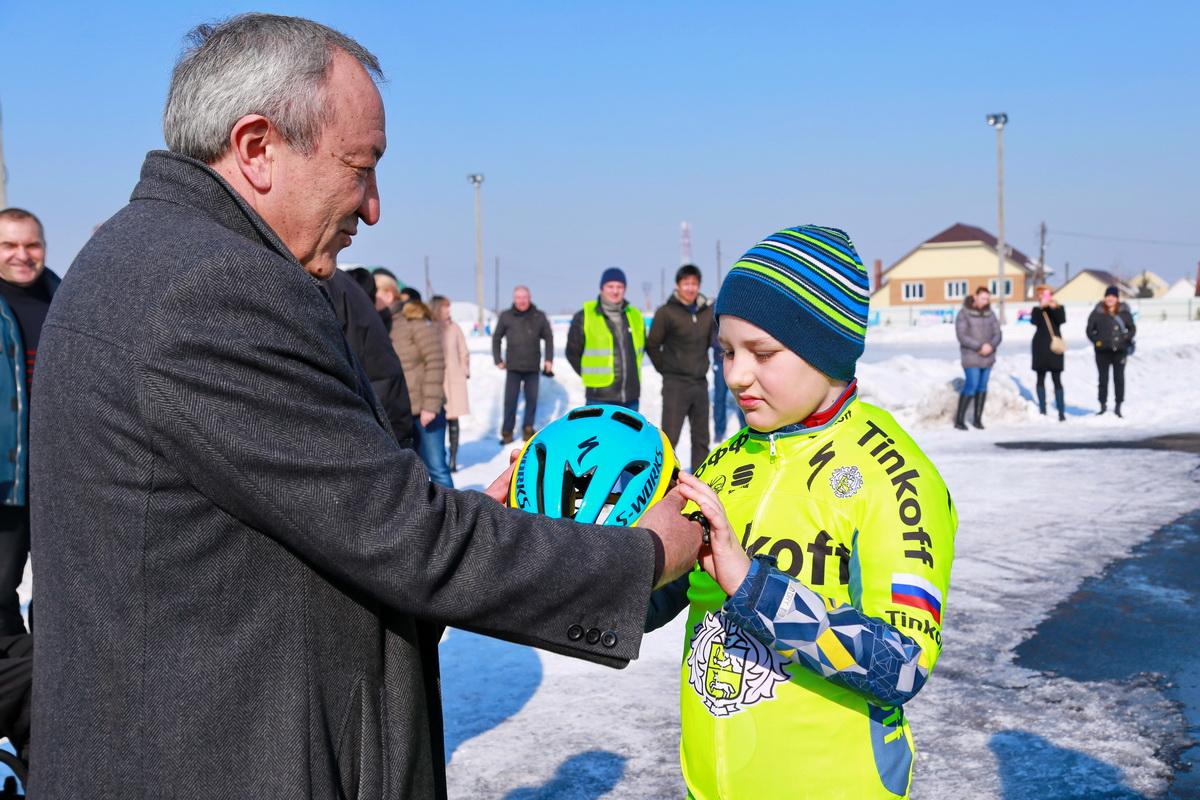 Велосипедисты Хакасии получили комплекты спортивной формы от спонсоров (ФОТО, ВИДЕО)